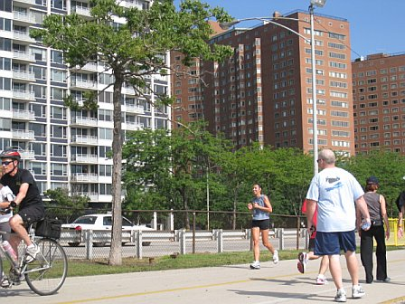 Running along Lake Michigan.  I didn't ask Angie to take this picture, I swear!  But wow - Chicago is a super fit city.  I've never encountered so many runners/bikers early in the morning anywhere (except a race).